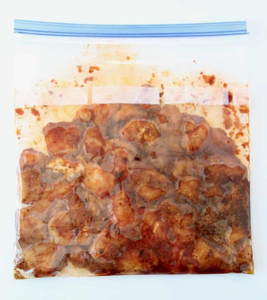 marinating cubes of chicken in ziplock bag